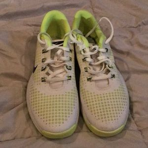 Nike white & Green Girls Sneakers size 7.5